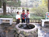 Kinder am Brunnen in Mangyongdae